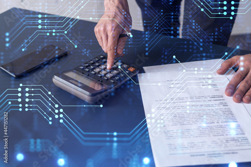 Fotografía A research and development specialist computing the data to create a new approach to develop high tech business