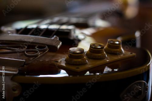Obraz na plátne Selective focus shot ofa brown guitar on the table