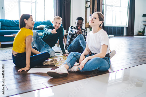 Fotomural Content multiethnic friends interacting while sitting on floor at home