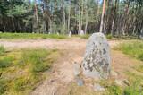 Fototapeta Kamienie - Cmentarzysko z kręgami kamiennymi w Grzybnicy, Polska