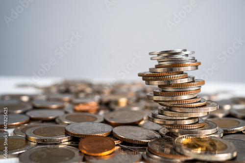 Fényképezés A pile of Thai baht coins of 1 baht, 5 baht and 10 baht.