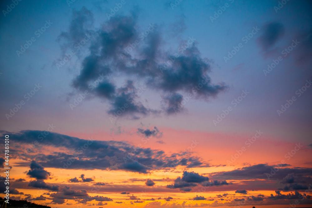 Spektakularny zachód słońca nad morzem