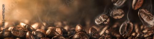 Fotografia Close-up Of Fresh Roasted Coffee Beans With Smoke Falling Onto Pile