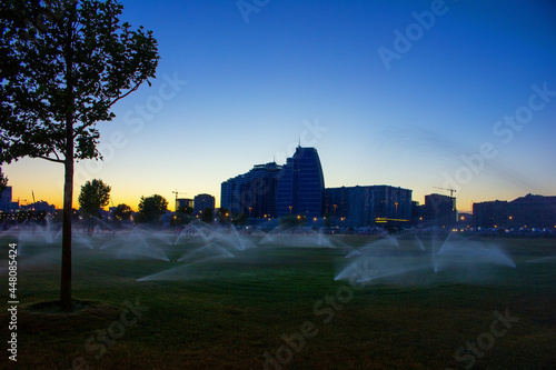 The evening boulevard is being watered. Baku city Fototapet