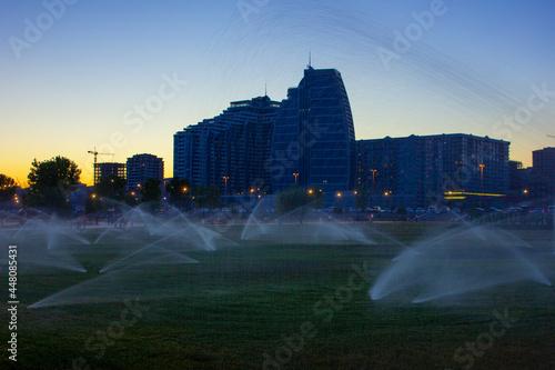 Fotografiet The evening boulevard is being watered. Baku city