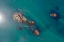 Luftaufnahme Der Inselwelt Vor Der Küste Von Carantec, Und Die Insel Mit Dem  Château Du Taureau, Bretagne, Frankreich