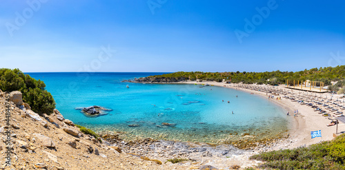Fotografia Crystal clear turquoise water in a Glystra beach