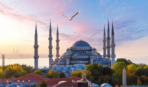 Fotografía The Blue Mosque or Sultan Ahmet Mosque at sunrise, Istanbul, Turkey