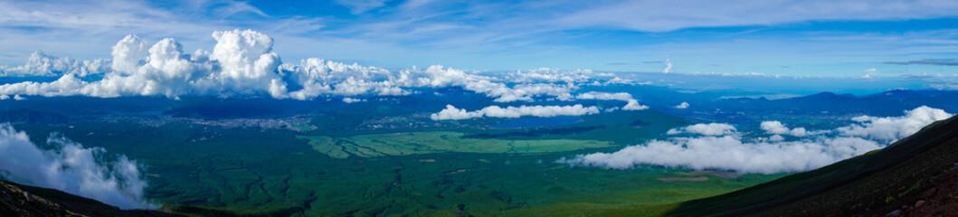 山梨県、静岡県にある富士山を登山する風景 A view of climbing Mt. Fuji in Yamanashi and Shizuoka Prefectures.