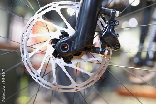 Wirnik hamulca tarczowego roweru w zbliżeniu ostrości