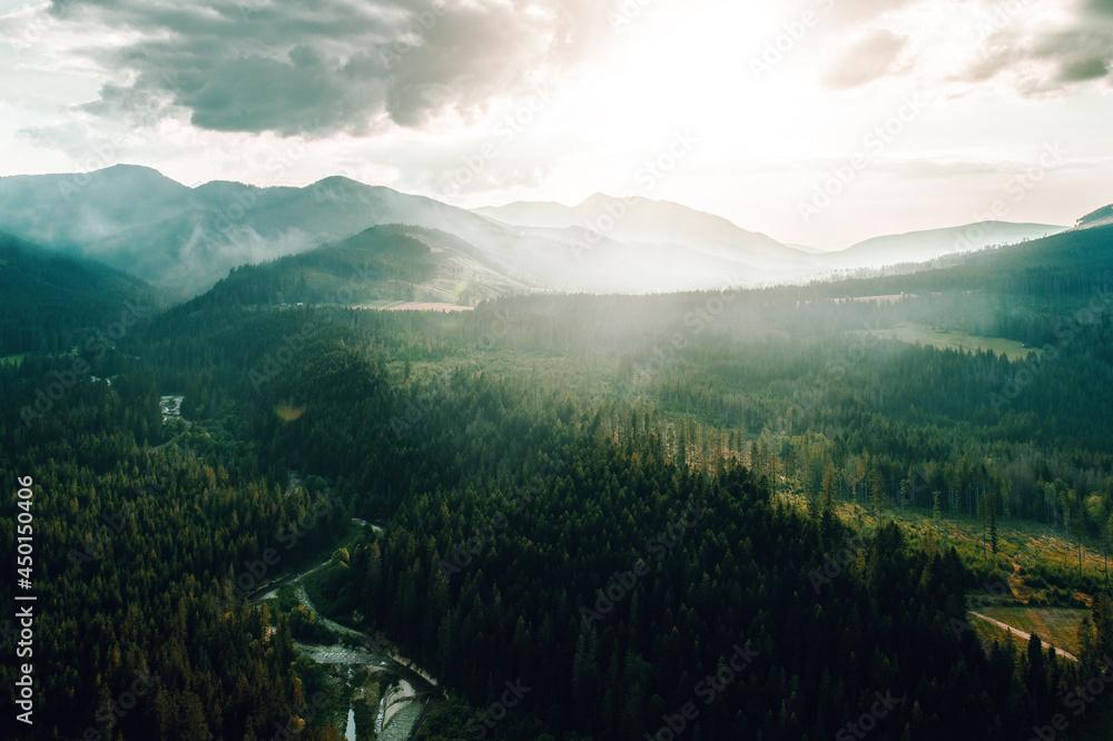 Słońce nad górami