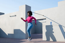 African American Female Athlete Doing Run Exercise