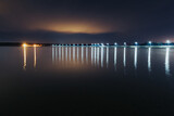 Fototapeta Na sufit - Zapora na jeziorze po zmroku