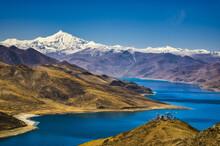 Yangzhuoyong Lake In Tibet