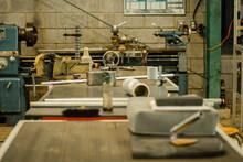 Talle De Precisión Con Maquinas Industriales Y Un Torno