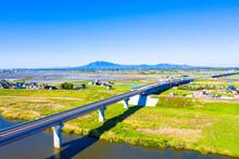 筑波山を背景に圏央道(常総インターチェンジ付近)を俯瞰撮影 鬼怒川 高速道路