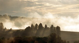 Fototapeta Na sufit - Polana we mgle zachód słońca panorama
