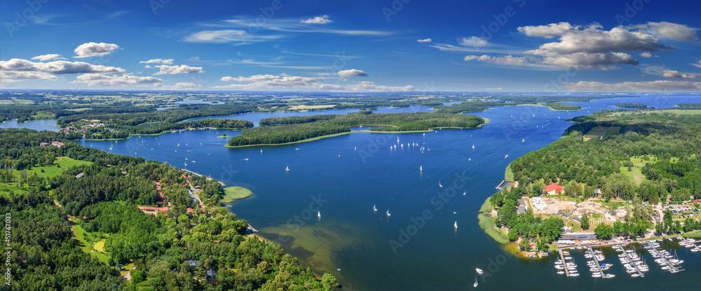 Mazury-kraina tysiąca jezior w północno-wschodniej Polsce w salonie