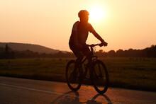 Hobbistyczna Jazda Na Rowerze. Relaks, Odpoczynek W Mieście