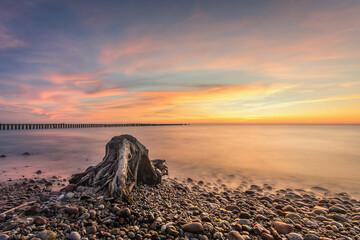Zachód słońca nad Morzem Bałtyckim w miejscowości Wicie