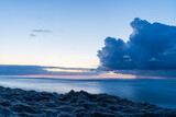 Fototapeta Łazienka - Ciemne chmury po zachodzie słońca w Karwii