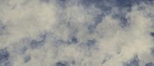 ふわふわ質感の抽象背景)アンティーク調の空のイラスト 雲 曇り セピア ナチュラル バナー