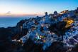 Leinwandbild Motiv ギリシャ サントリーニ島のイアのイア・キャッスルから見える夕暮れ時の絶景 ライトアップされた白い街並みと風車