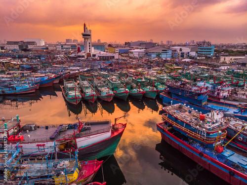 Photo boats at dockyard of seaport