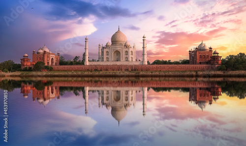 Fotografie, Obraz Taj Mahal sunset view from Mehtab Bagh on the banks of Yamuna river