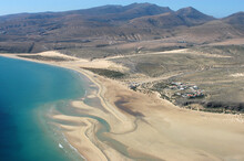Fotografía Aérea De La Costa Y Playas De Sotavento En El Sur De La  Isla De Fuerteventura, Canarias