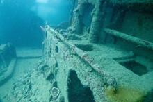 フィリピン、パラワン州のブスアンガ島コロン島に沈没している日本の沈没船をダイビングで撮影した写真 Photo Taken By Diving Of A Japanese Sunken Ship Sinking On Coron Island, Busuanga, Palawan, Philippines.
