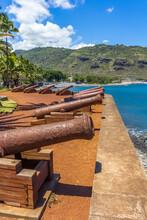 Canons Sur Le Barachois De Saint-Denis, île De La Réunion