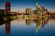 Skyline Frankfurt Am Main Zur Blauen Stunde