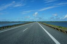Fahrt über Den Damm Auf Die Insel Römö In Dänemark Auf Dem Auto Raus Fotografiert