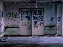 Avvertimento Porte Da Non Aprire, Zombi All'interno, Dont Open Dead Inside