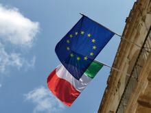 Drapeaux Italien Et Européen