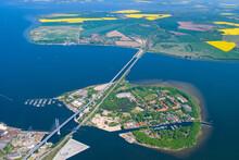 Strelasundquerung über Den Strelasund In Der Ostsee Bei Stralsund Nach Rügen Als Luftbild Mit Der Insel Dänholm