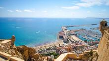 Vistas Panorámicas De La Ciudad De Alicante Vista Desde Las Murallas Medievales Del Castillo De Santa Barbara.