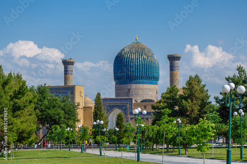 Fotografie, Obraz View of the Gur Emir mausoleum from the side of the park
