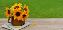 Sonnenblumen In Einer Vase.
