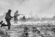 Rekonstrukcja historyczna przełamania frontu zimą 1945 - nacierające w niesprzyjających warunkach atmosferycznych wojska rosyjskie