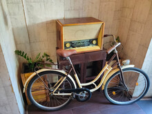 Old Soviet Vintage Antique Retro Radio
