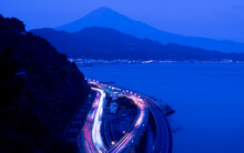 富士山と高速道路 さった峠 夜景