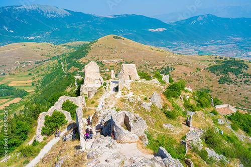 Obraz na plátně Old Calascio village ruins, near to castle of Rocca Calascio, Aquila, Abruzzo, Italy