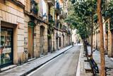 Fototapeta Uliczki - Narrow street in the old town of Barcelona