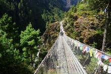 ネパール エベレスト街道のパクディンからナムチェの途中のつり橋