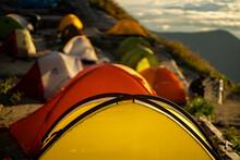 朝日できれいな燕岳山頂付近の山小屋から見える風景 The View From The Mountain Lodge Near The Summit Of Mt. Tsubakuro In The Morning Sun