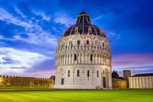 Pisa, Italy - Baptistery And Campo Dei Miracoli, Tuscany Scenics.