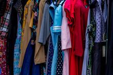 Vêtements Et Robes Sur Portant