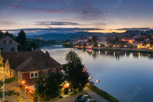 Panorama miasta Maribor po zachodzie słońca